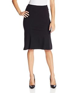 Understated skirt with vertical seaming and flared trumpet hem. Moreover it has got elasticized waist.