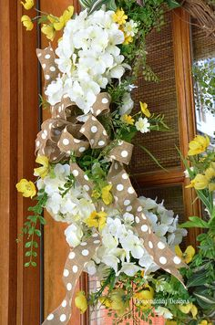 housepitality designs White Hydrangea Spring Front Door Wreaths http://www.housepitalitydesigns.com/2015/04/22/white-hydrangea-spring-front-door-wreaths/ via bHome https://bhome.us