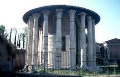 --templo de hércules victor-- Este templo é o templo romano de mármore máis antigo que se conserva. Construído no final do s. II a.C., nunha época na que o mármore era un material moi caro que tiña que ser importado de Grecia, estaba dedicado a Hércules Víctor, protector dos productores de aceite, e foi pagado por Marcus Octavus Erennius, un rico mercader.