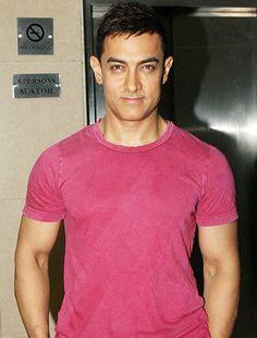 Aamir Khan awarded for pressing social problems through Satyamev Jayate! - http://www.bolegaindia.com/gossips/Aamir_Khan_awarded_for_pressing_social_problems_through_Satyamev_Jayate-gid-36312-gc-6.html