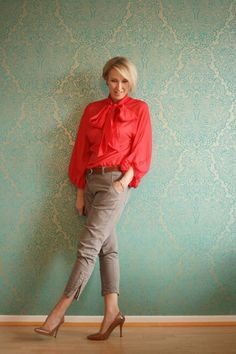 Love the coral color top and cute pants! Great Spring outfit.