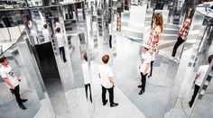 British set designer Es Devlin created a disorienting mirror maze inside a former warehouse in Peckham, London, which was perfumed with an exclusive Chanel scent. Mirror Room, Hall Of Mirrors, Mirror Mirror, Beyonce, Space Man, Le Bourgeois Gentilhomme, Es Devlin, Mirror Maze, Instalation Art