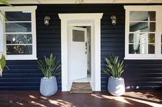 Garden Landscape Design - 10 Tips To Design A Beautiful Garden Landscape - Sweet Home And Garden Dark Blue Houses, Navy Houses, Dark House, Exterior Paint Colors, Exterior House Colors, Exterior Design, 1930s House Interior, Cafe Interior, Interior Paint
