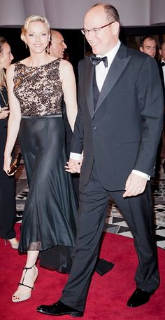 May 2012 To celebrate the Monaco Formula One Grand Prix Gala Dinner, the Princess donned a gown with a lace top and silk black skirt. Strappy matching tan and black sandals and dangling gold earrings accessorized her outfit. Monaco Princess, Prince Albert Of Monaco, Princess Stephanie, Princess Caroline, Princesa Charlene, Grace And Lace, Monaco Royal Family, Royal Tiaras, Queen Dress
