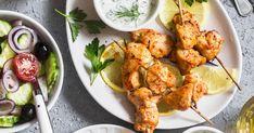 Essayez cette recette facile et rapide de marinade à la grecque classique pour donner de la saveur à vos plats de cuisses ou de poitrines de poulet. Salad Ingredients, Avocado Salad, How To Cook Quinoa, Sous Vide, Tandoori Chicken, Cauliflower, Bbq, Vegetables, Cooking