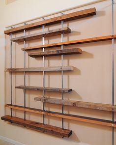 Estanterías con tablones de madera  -HGTV Cosmopolitan Great Room