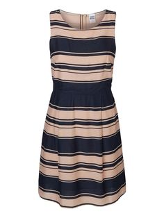 Elegant dress from VERO MODA. The perfect dress for your next summer party.