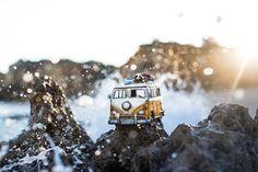 Explorando el mundo con los pequeños coches de Kim Leuenberger