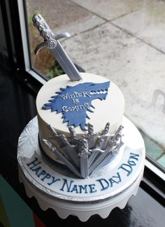 Love Game of Thrones? Make a cake inspired by the series! Here are a few of our favorite Game of Thrones cake designs by expert decorators. Game Of Thrones Torte, Game Of Thrones Birthday Cake, Game Of Thrones Decor, Game Thrones, Custom Birthday Cakes, 40th Birthday Cakes, Custom Cakes, Game Of Thrones Anniversaire, Fondant Cakes