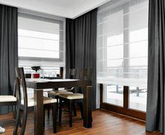 DEOKORACJE OKIEN. Zasłony z mieszanki włókien poliestrowych i bawełnianych, po zsunięciu na boki, wyglądają jak rama okalająca zaokienny pejzaż. Ciężka tkanina w ciemnym kolorze kontrastuje z delikatnymi roletami. Fitted Bedroom Furniture, Fitted Bedrooms, Diy Furniture, Living Room Designs, Living Room Decor, Drapes Curtains, Drapery, Traditional Decor, Living Room Inspiration