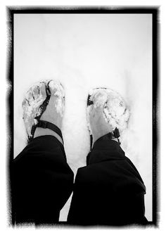 Using zero drop minimalist footwear for hiking, running and backpacking. Free tips! Barefoot Running, Barefoot Shoes, Rothys Shoes, Dance Shoes, Olympic Mountains, Ultralight Backpacking, Minimalist Lifestyle, Water Shoes, Travel Around The World