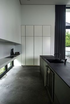 Villa is a single-family nordic house designed by Danish studio ARDESS. The house is located in Risskov, Denmark and has a area of 372 sqm Scandinavian Architecture, Scandinavian Modern, Interior Architecture, Interior And Exterior, Interior Modern, Küchen Design, House Design, Clean Design, Design Ideas