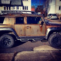 rankxx: My buddy's transforming his FJ cruiser into some sort of… Zombie apocalypse truck. Part 1.