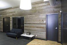 Le bois donne de la chaleur un meuble télé en bois récupéré dans