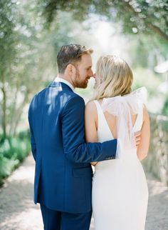 Photography : Michelle Beller Read More on SMP: http://www.stylemepretty.com/2016/09/20/modern-outdoor-ojai-wedding/