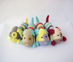 He encontrado este interesante anuncio de Etsy en https://www.etsy.com/es/listing/195428040/pdf-doggies-puppy-crochet-pattern