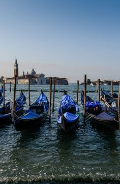 Gondolas at rest in Venice- 5 Days in Venice. Fit more into 5 days in Venice - Find out more on vagrantsoftheworld.com
