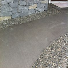 Coloured broom finish concrete with medium size rock exposed aggregate borders. This is how a concrete sidewalk would look next to your exposed aggregate patio. You could stain the concrete a bronze tint or match it to the exposed aggregate. Concrete Patios, Modern Landscaping, Front Yard Landscaping, Landscaping Ideas, Porch With Pergola, Concrete Finishes, Stain Concrete, Exposed Aggregate, Patio Steps