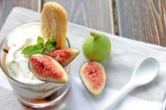 Fichi con yogurt greco, mascarpone e savoiardi morbidi