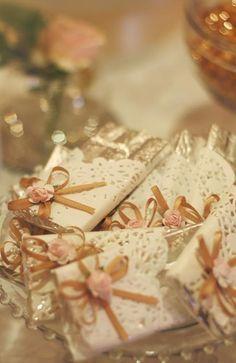 Lembrancinha: barra de chocolate vestida para festa. Mas é a cara da Tudo De Bem! www.tudodebem.com.br
