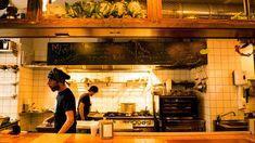 Besuch bei Miznon - israelisches Hipster-Street-Food in der Innenstadt Restaurant, Hipster, Bed, Furniture, Decor, Hipsters, Decoration, Stream Bed, Diner Restaurant