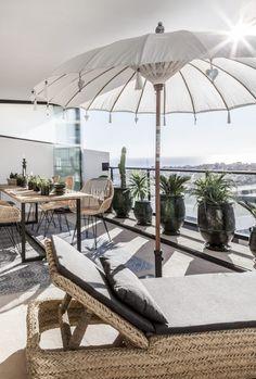 Pergola Over Front Door Parasols, Patio Umbrellas, Outdoor Spaces, Outdoor Living, Outdoor Decor, Outdoor Balcony, Balcony Ideas, Balcony Garden, Narrow Balcony