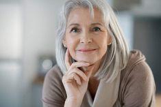 Comment se maquiller après 50 ans ? 11 conseils en or !