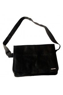 Manguetown is a reputable and dedicated recycled fashion brand that specializes in providing recycled bags and accessories. Sack Bag, Recycled Fashion, Sacks, Fashion Brand, Messenger Bag, Upcycle, Tube, Recycling, Satchel