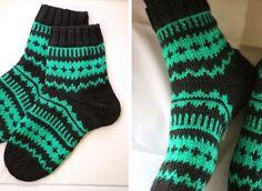 Tein tilauksesta parit Hilmat ; toiset naisen koossa ja toiset miehen numeron 42 jalkaan sopiviksi. Molempiin sukkiin kuviota täyt... Wool Socks, Knitting Socks, Sock Toys, Cute Socks, Retro, Mittens, Hosiery, Knitting Patterns, Knit Crochet
