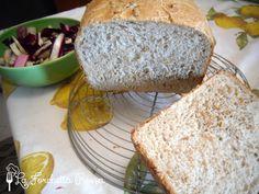 Mi piace usare la macchina del pane e sperimentare nuovi impasti, il bello è proprio questo, giocare un po' con gli ingredienti e poi vedere...