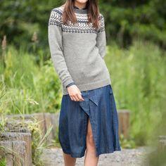 GG19-24 Traktor genser & lue lys grå | Gjestal Bell Sleeves, Bell Sleeve Top, Tops, Design, Women, Fashion, Moda, Women's