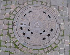 Manhole cover with Three Hares in Paderborn, Germany (photo by Asio Otus/Wikimedia)