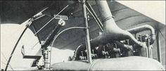 Aviatik C.I com uma Parabellum fixa obliquamente para a frente para evitar o arco da hélice.
