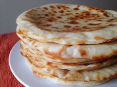 Les  Cheese Naans ou pains indiens au fromage
