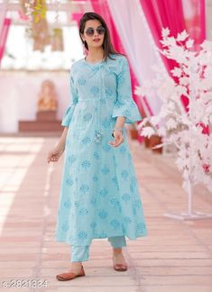 Women's kurtis online: Buy stylish long & short kurtis from top brands like BIBA, W & more. Simple Kurti Designs, New Kurti Designs, Stylish Dress Designs, Kurta Designs Women, Kurti Designs Party Wear, Stylish Dresses, Pakistani Dresses Casual, Indian Fashion Dresses, Pakistani Dress Design