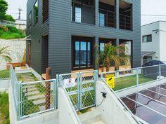 海外の住宅をイメージしてオーダーした金網フェンス。