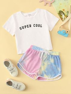 To find out about the Girls Letter Tee & Tie Dye Track Shorts Set at SHEIN, part of our latest Girls Two-piece Outfits ready to shop online today! Cute Lazy Outfits, Kids Outfits Girls, Teenager Outfits, Stylish Outfits, Cute Pajama Sets, Cute Pajamas, Girls Fashion Clothes, Teen Fashion Outfits, Cute Sleepwear