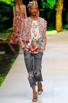 As aplicações de bordados e pedrarias encantaram os espectadores do desfile da Maison Dolce & Gabbana em Milão.