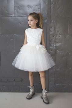 77514c82ca49eb 10 beste afbeeldingen van communie jurken - Little dresses