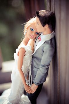 Barbie and Ken get married. A photographer's genius comes to life as she creates the wedding of Barbie and Ken.