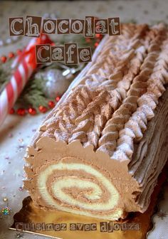Buche de Noel facile pour débutant For your Christmas log, here is a very easy recipe suitable for beginners. This Christmas log is made of a soft roll and ganache Holiday Appetizers, Holiday Cakes, Christmas Desserts, Holiday Recipes, Christmas Log, Christmas Cookies, Cheap Clean Eating, Clean Eating Snacks, Cake Roll Recipes