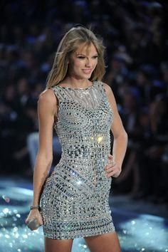 Taylor Swift - Swarovski Sparkles In The 2013 Victoria's Secret Fashion Show