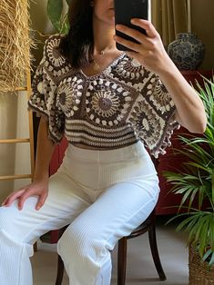 Crochet Skirts, Crochet Crop Top, Crochet Blouse, Crochet Clothes, Knit Crochet, Crop Top Pattern, Crochet Buttons, Crochet Woman, Crochet Fashion
