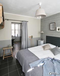 Normandie - Port en bessin - Chambre décorée avec des planches peintes, appartement de vacances gîtes 'La Maison Matelot' à Port-en-Bessin