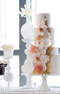 White Peach & Gold Floral cake