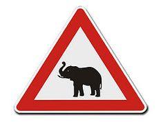 Dreieckiges Verkehrsschild Vorsicht Elefanten