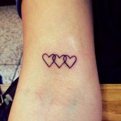 Little Tattoos — Little bicep tattoo of three chained hearts. 3 Hearts Tattoo, Love Heart Tattoo, Little Heart Tattoos, Family Tattoos, Sister Tattoos, Siblings Tattoo For 3, Tattoo Familie, Herz Tattoo Klein, Bicep Tattoo