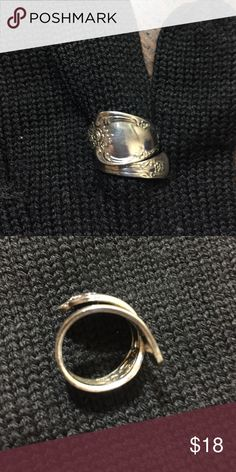 Oneida WM A Rogers silver plated spoon ring. Authentic stamped Oneida spoon ring. Sz 5/5.5. Adjustable. Fun vintage spoon ring. Jewelry Rings