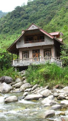 Loved this house at the border of the Ecuador rain forest right on the edge of the Green river.