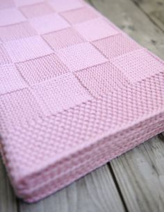 1 x 1 Meter Babydecke Neugeborene Decke Baby-Dusche-Geschenk häkeln Babydecke Swaddle Decken Empfang Decken Muslin Decken delivers online tools that help you to stay in control of your personal information and protect your online privacy. Baby Knitting Patterns, Baby Patterns, Free Knitting, Simple Knitting, Baby Blanket Knitting Pattern Free, Free Pattern, Knitted Baby Blankets, Baby Blanket Crochet, Tuto Tricot